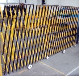 8M Expandable Barrier – Wall Mounted