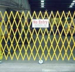 5M Expandable Barrier – Wall Mounted