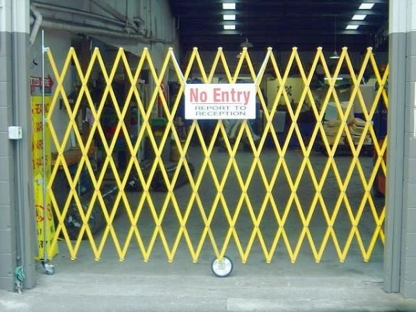 5M Expandable Barrier - Wall Mounted |